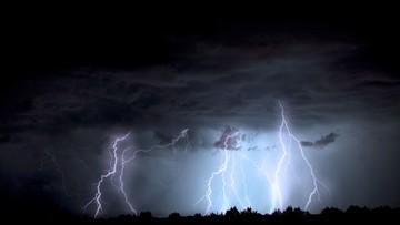 W nocy możliwe gwałtowne burze i intensywny deszcz. Ostrzeżenie dla sześciu województw