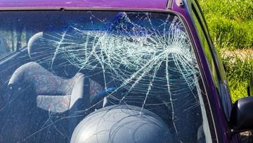 73-latek uszkodził 12 samochodów. Był pijany
