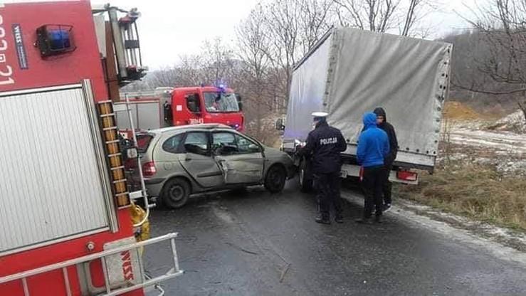 Strażacy jechali do kolizji aut - osobowego i dostawczego.