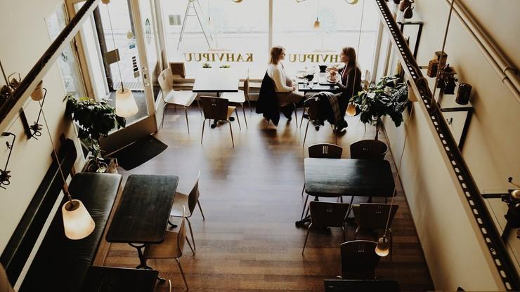 Prawie połowa Polaków poszłaby do otwartej restauracji mimo obostrzeń. Sondaż