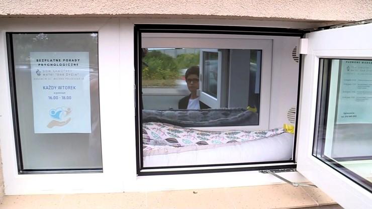 Koszalin. Sąd zdecydował o losach dziecka zostawionego w oknie życia