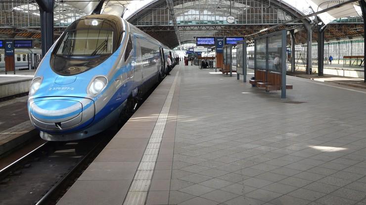 """Utrudnienia na kolei. PKP Intercity wysyła """"zwykłe"""" pociągi zamiast składów Pendolino"""