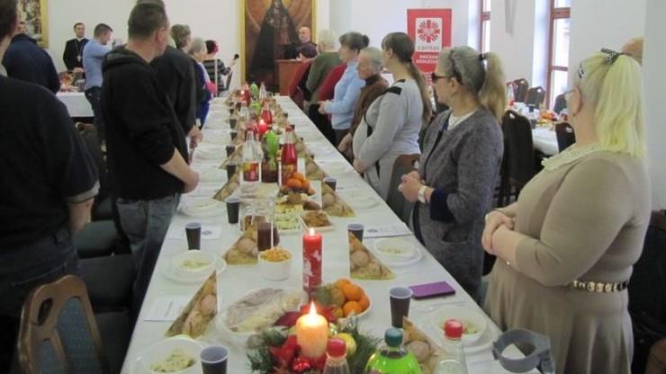 W 24 miastach w Polsce odbędą się wigilie Caritasu, w których weźmie udział 10 tys. osób