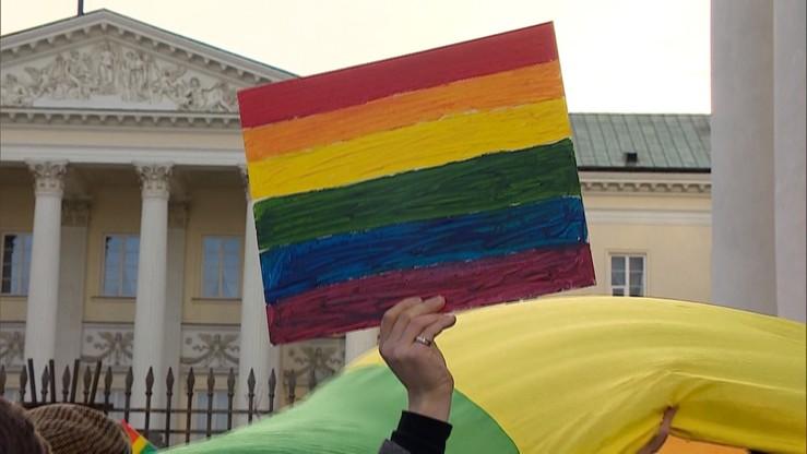 """Świdnik chce """"powstrzymać ideologię LGBT"""". Radni powiatu przyjęli stanowisko"""
