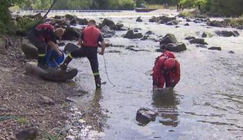 Wypadek podczas spływu Skawą. Kajakarze wpadli do wody, jedna osoba była reanimowana