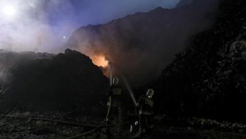 Trwa dogaszanie pożaru odpadów w Studziankach. Płonęła hałda o wysokości kilku pięter