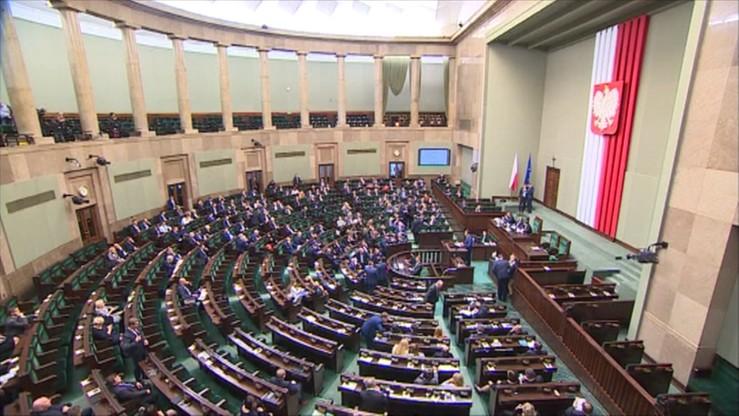 Sejm w czwartek zajmie się projektami ws. TK autorstwa PiS, PSL i KOD