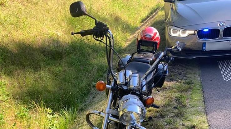 Pijany motocyklista bez uprawnień i badań ciągnął za sobą własny akumulator