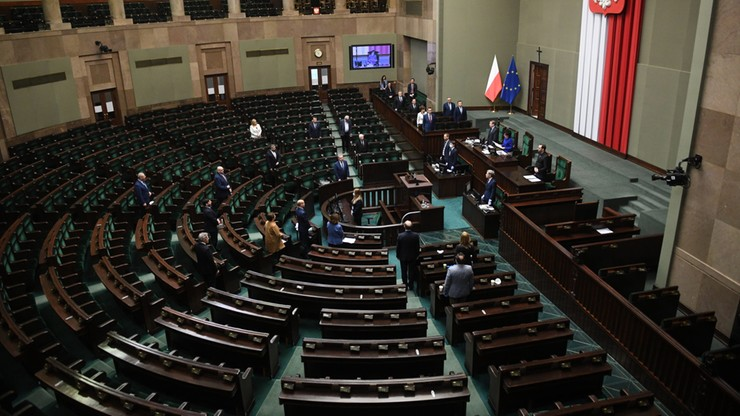 """Tarcza 2.0 w Senacie, przesunięte matury i egzaminy. """"Wydarzenia i Opinie"""" od godz. 19:30"""