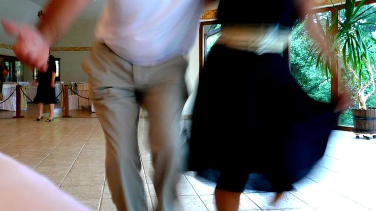 86-latek uciekł z aresztu domowego...na tańce