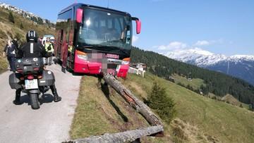 Kierowca autobusu zemdlał za kierownicą. Pasażer uratował jadących przed wpadnięciem w przepaść