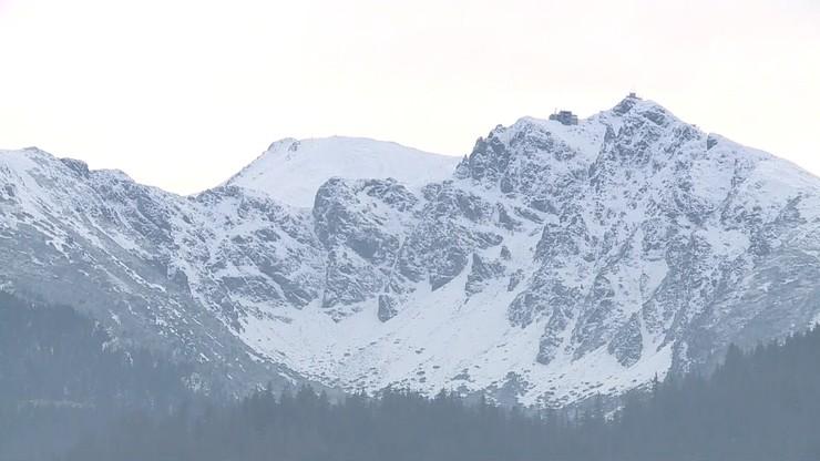 Trudne warunki dla turystów w Tatrach. Szlaki pokryte lodem