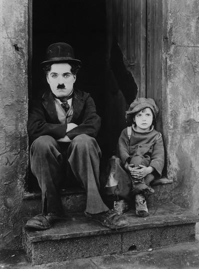 Charlie Chaplin w filmie brzdąc