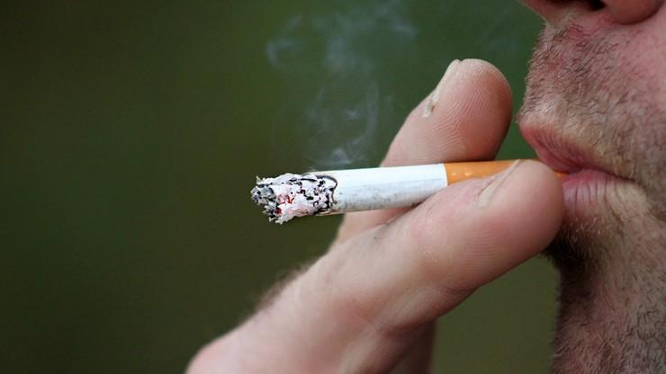 """Palacze narażają firmy na straty. Spędzają """"na papierosie"""" nawet 22 dni w roku"""