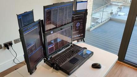 Laptop z 7 wyświetlaczami? Poznajcie Aurora 7. Do czego może przydać się ten wynalazek?