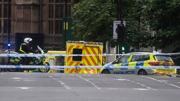 """Mężczyzna wjechał w barierę bezpieczeństwa przed brytyjskim parlamentem. """"Incydent terrorystyczny"""""""