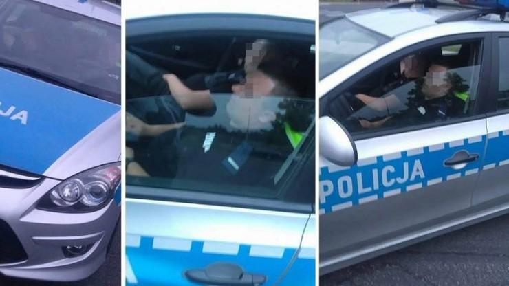 """Policjanci spali na służbie, przechodzień zrobił im zdjęcia. Komenda: """"sytuacja niedopuszczalna"""""""