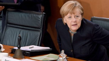 Merkel po samokrytyce odzyskuje poparcie