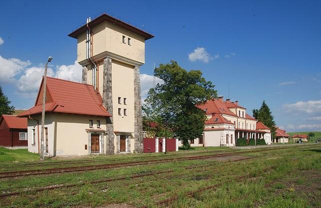 Stacja w Łupkowie (woj. podkarpackie) jest najniżej położona na południe w całej Polsce. Pociągi docierają tam tylko na wakacjach