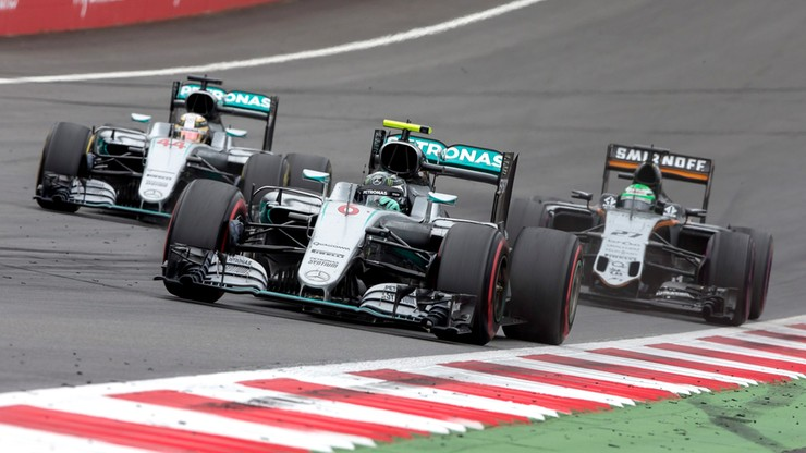 Formuła 1: wygrana Hamiltona po kraksie w końcówce