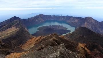 Trzęsienie ziemi w Indonezji. Wspinacze uwięzieni na szczycie wulkanu Rinjani