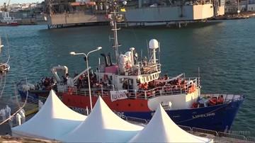 Kapitan statku Lifeline z zarzutem nielegalnego wpłynięcia na wody Malty. Na pokładzie byli migranci