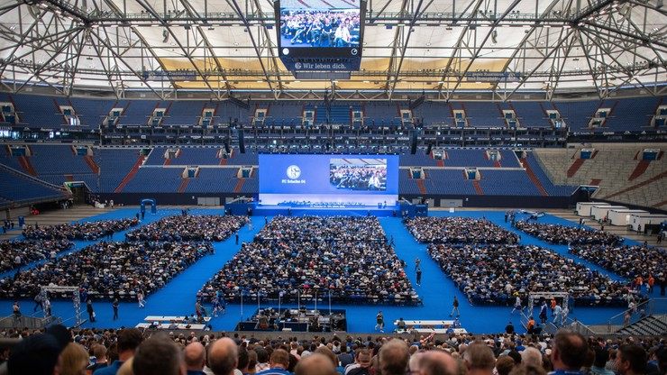 PES 2019: Schalke 04 Gelsenkirchen zajmie miejsce Borussii Dortmund