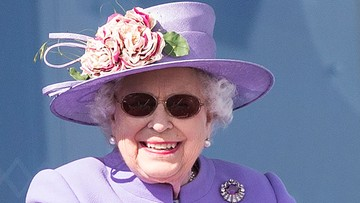 Królowa Elżbieta II przeszła operację. To dlatego nosiła okulary