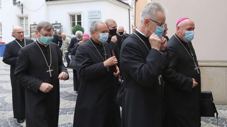 Stanowisko polskich biskupów dotyczące LGBT+