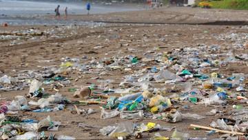 Kilkadziesiąt ton śmieci na plażach Bali. Tyle morze wyrzuciło w jeden dzień