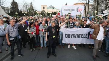 """Ostatnia kontrmiesięcznica Obywateli RP. """"Przegoniliśmy PiS z Krakowskiego Przedmieścia"""""""