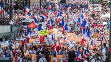 Ćwierć miliona osób demonstruje przeciw przepustkom sanitarnym we Francji