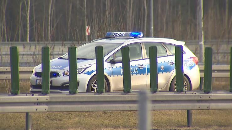 Skradzionym autem zderzył się z citroenem 33-latki. Kobieta spłonęła, jej córkę uratował świadek