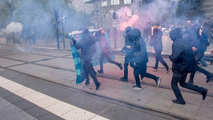 """""""F jak faszyzm, N jak nazizm"""". Manifestacja przeciw Frontowi Narodowemu w Paryżu"""