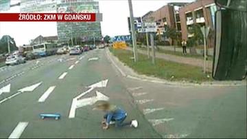 Wybiegła przed koła autobusu. Goniła deskorolkę. Uratował ją refleks kierowcy