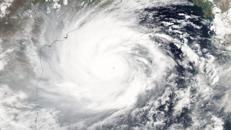 Gigantyczny cyklon uderzy w gęsto zaludnione wybrzeże. Rozpoczęły się masowe ewakuacje