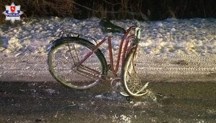 Rower kompletnie zniszczony, nastoletni rowerzysta w szpitalu. Nie miał świateł
