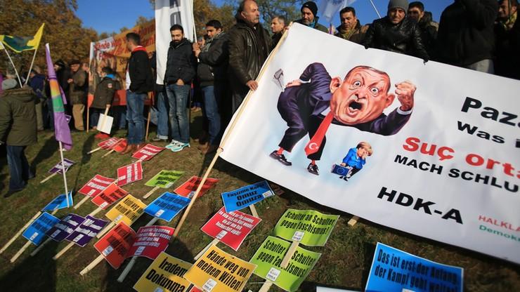 25 tys. alewitów demonstrowało w Kolonii przeciwko Erdoganowi