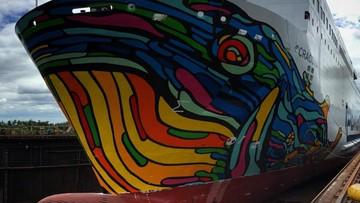 Ogromna grafika wieloryba na promie Cracovia. Użyto 275 litrów farb w ośmiu kolorach