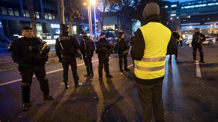 """Francja: mężczyzna z ruchu """"żółtych kamizelek"""" grozi eksplozją granatu na myjni samochodowej"""