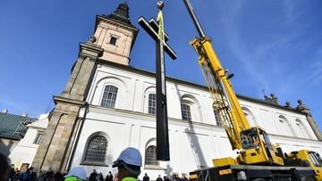 Krzyż morowy na szczycie w Górach Świętokrzyskich. Z inicjatywy wojewody