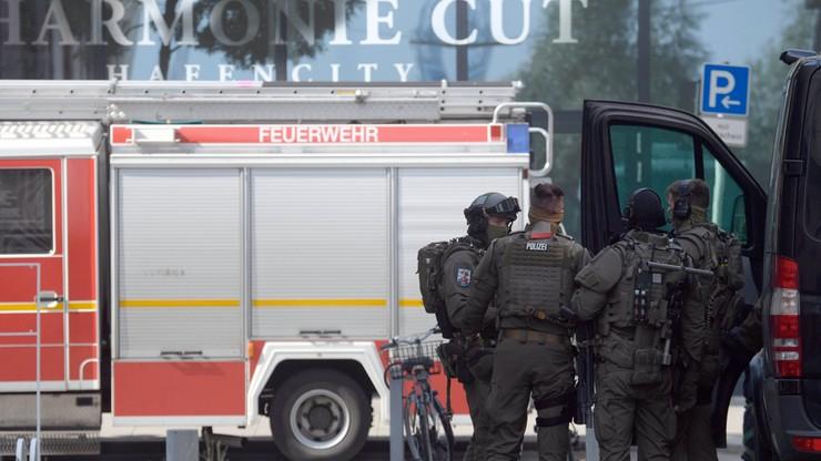 Starcie przed filharmonią w Hamburgu. 200 ekstremistów zaatakowało policję