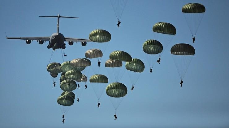 Rosyjscy spadochroniarze ćwiczyli desant na Krymie. Dwóch utonęło