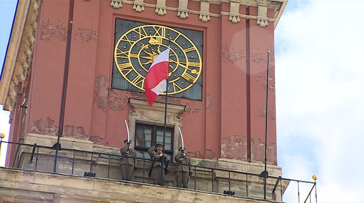Uroczyste podniesienie flagi państwowej na Zamku Królewskim