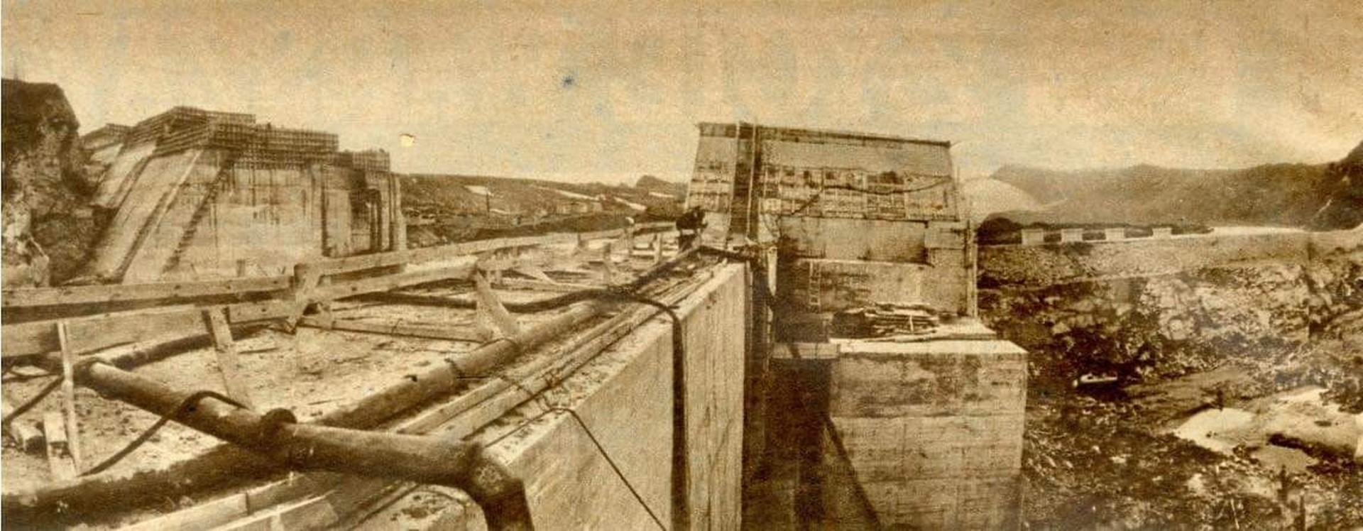 Podczas budowy zapory