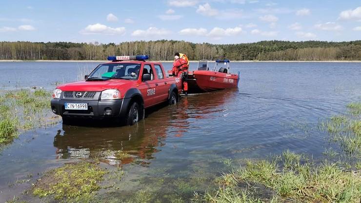 Kujawsko-pomorskie: Strażacy wyłowili zwłoki z rozlewiska. Wcześniej szukano tam 56-latka