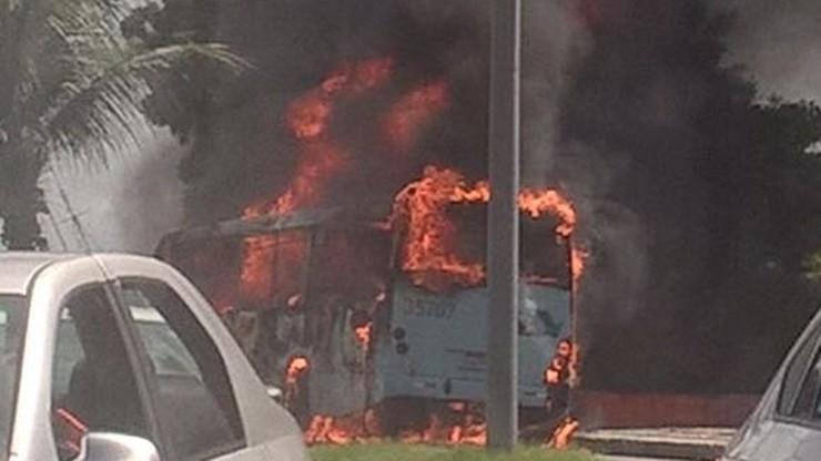Brazylia: kazali pasażerom wysiąść. Później spalili 17 autobusów