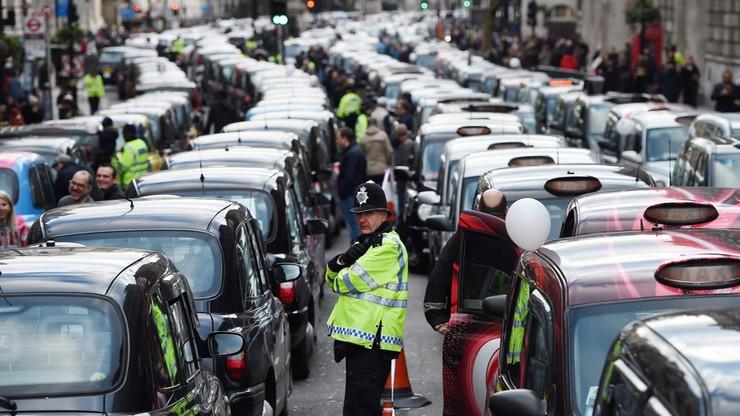 Brytyjscy taksówkarze protestowali przeciwko Uberowi