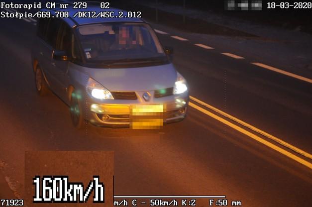 Niechlubny rekordzista, jadąc przez miejscowość Stołpie miał na liczniku 160 km/h, przy ograniczeniu do 50 km/h