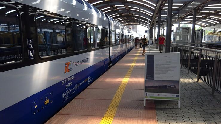 """""""Klęska urodzaju"""" w PKP Intercity. Pasażerowie wracają na kolej"""